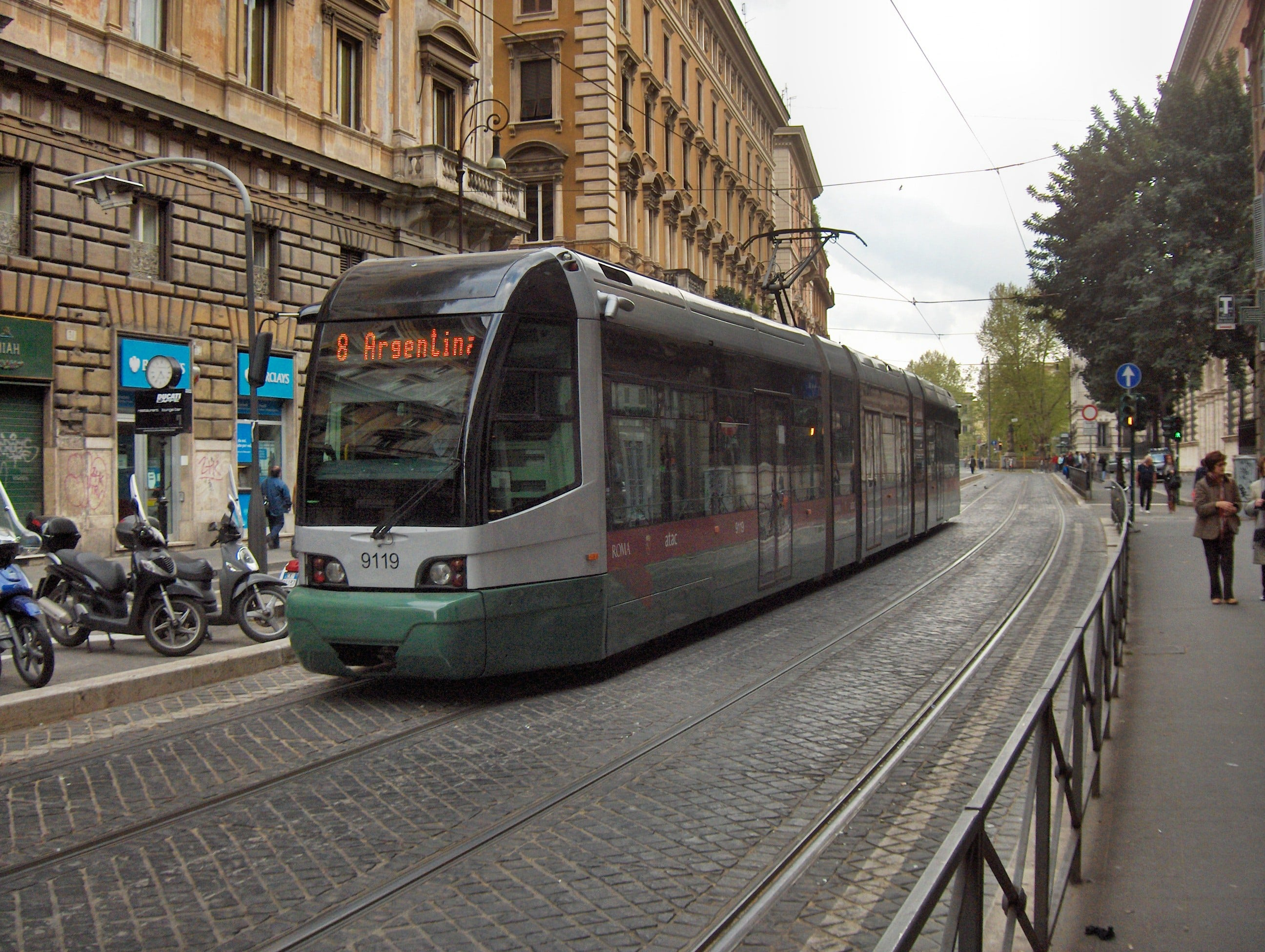 How do I use Rome's public transport?
