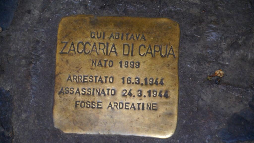 """Here lived Zacaria di Capua. Born 1899. Arrested 16th arch 1944. Murdered 24th March 1994 (in the) Fosse Ardeatine (massacre)"""