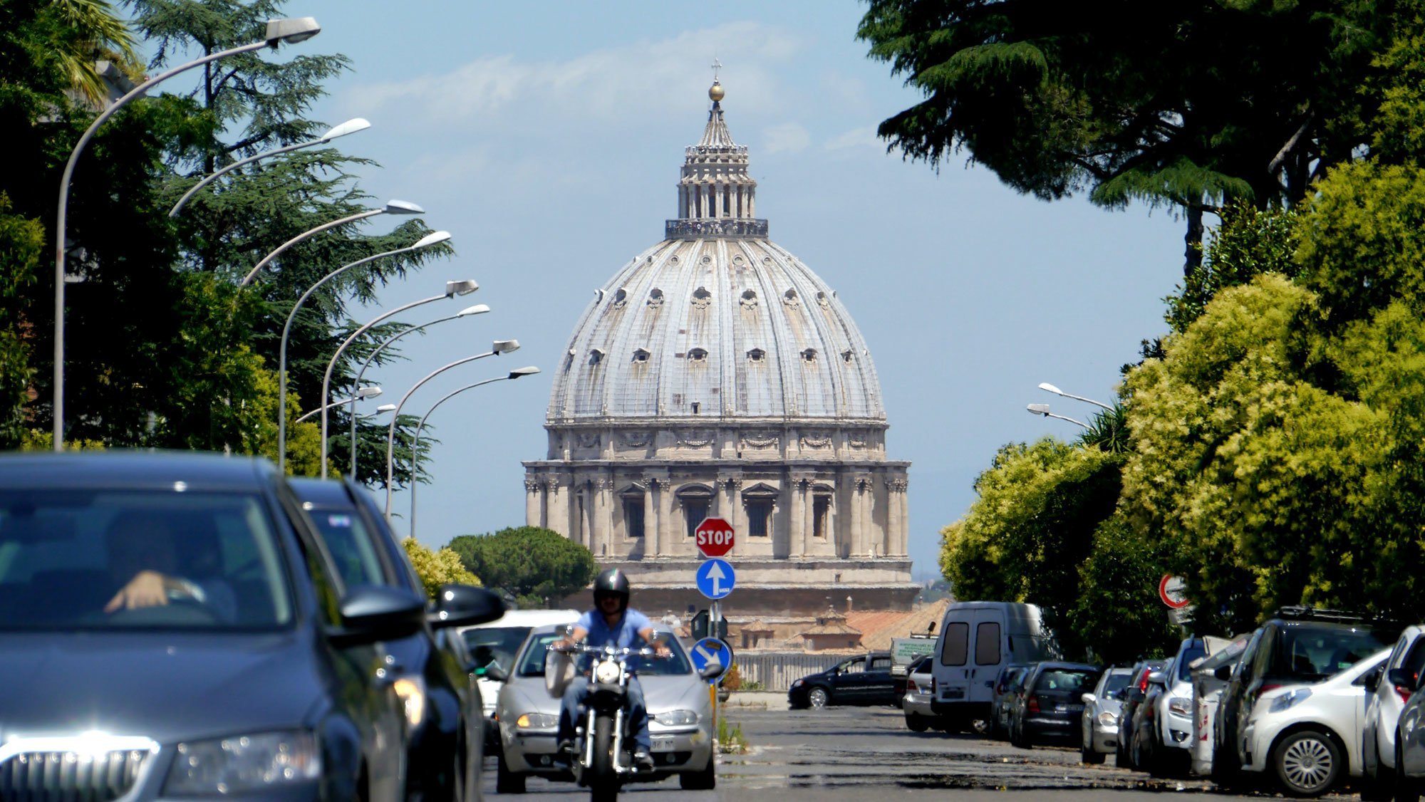 The optical illusion of St Peter's Basilica from Via Niccolò Piccolomini